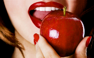 Woman_Eating_Apple_Blog_Featured_Image